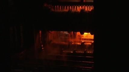 Cooling hot steel on conveyor