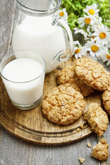 Milk and oatmeal cookies