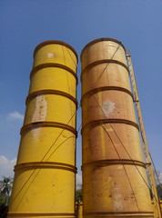 Bentonite silo for pilong works