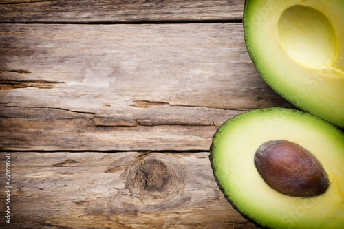 Keuken foto achterwand Groenten Avocado parts on the wooden table.