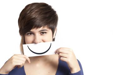 adolescente con finto sorriso