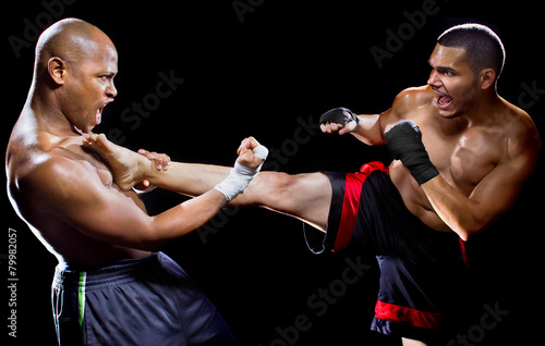 Fotobehang Vechtsporten mma fighter performing a counter attack from a kick