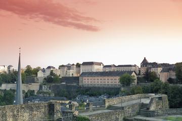 Luxembourg, Luxemburg, Blick von den Kasematten, Schloss von Lucilinburhuc, auf das  Kloster Neumünster und der Stadt im Abendlicht