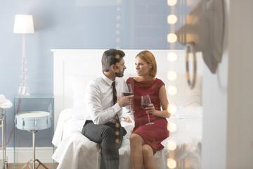 Zärtliches Paar im Schlafzimmer