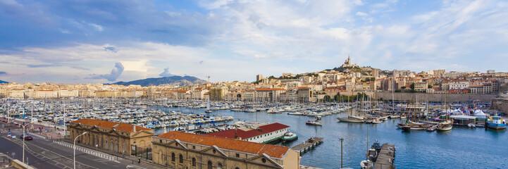 Frankreich, Provence-Alpes-Côte d'Azur, Bouches-du-Rhône, Marseille, Port Vieux, Blick auf Hafen und Altstadt Panorama