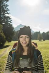 Österreich, Tirol, Tannheimer Tal, Porträt der junge weibliche Wanderer
