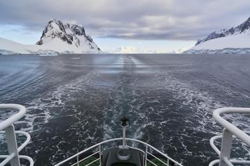 Südatlantik, Antarktis, Antarktische Halbinsel, Lemaire Channel, Polar Star Icebreaker Kreuzfahrtschiff Heck