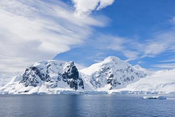 Südatlantik, Antarktis, Antarktische Halbinsel, Gerlache-Straße, Blick auf schneebedeckte Bergkette