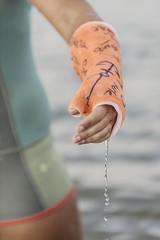 Gegipster Arm einer Surferin