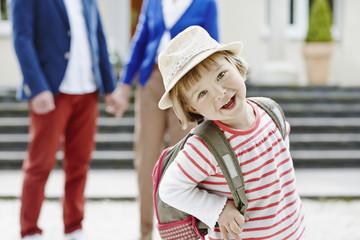 Deutschland, Hessen, Frankfurt am Main, Kleines Mädchen, Reisen mit Großeltern
