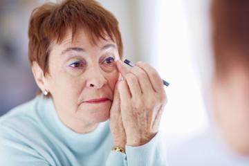 Ältere Frau, Make-up