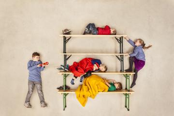 Kinder im Stockbett