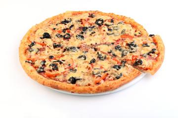 Итальянская пицца ассорти на белом фоне