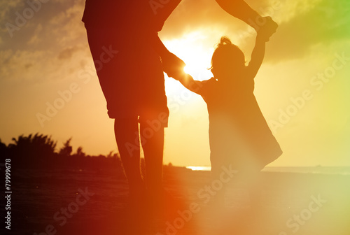 Silhouette of father and little daughter on the beach - 79999678