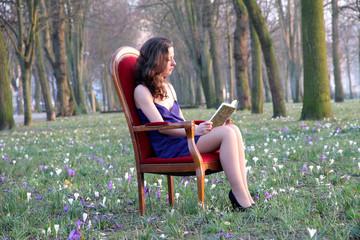 La jeune femme au livre.