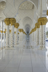 Sheikh-Zayed-Moschee Säulengang