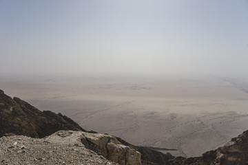 Blick von Jebel Hafeet auf Wüstenebene