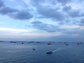 Viele Boote auf dem Meer