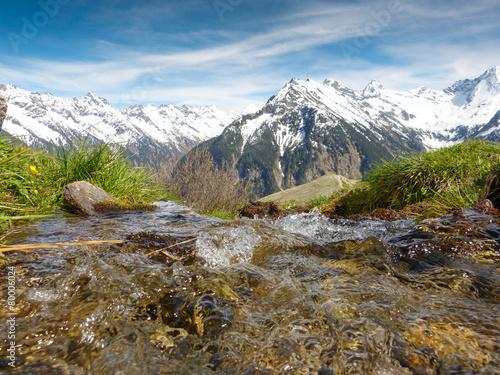 Leinwanddruck Bild Quellwasser im Hochgebirge