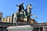 Statua Ferdinando I in Piazza del Plebiscito, Napoli