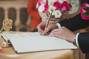 Process of the signature of the contract 2091.