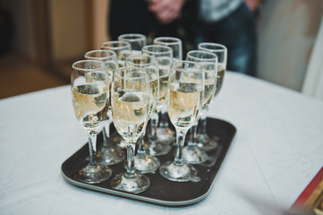 Tray with glasses for champagne 2095.
