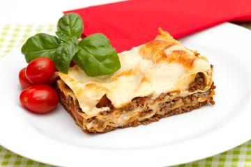 Lasagne mit Tomaten und Basilikum
