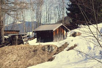 Деревянный домик в горах.