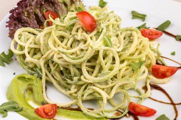 Vegan spaghetti of zucchini