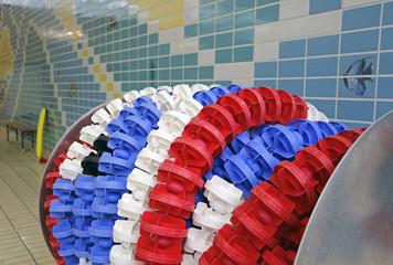 Im Hallenbad: Aufgerollte Wettkampf-Schwimmleinen