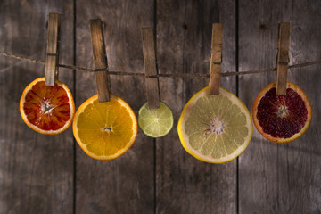 The colors of the citrus fruit