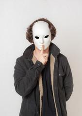 adolescente con mascara 03