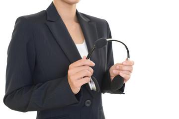 ヘッドセットを持つ女性