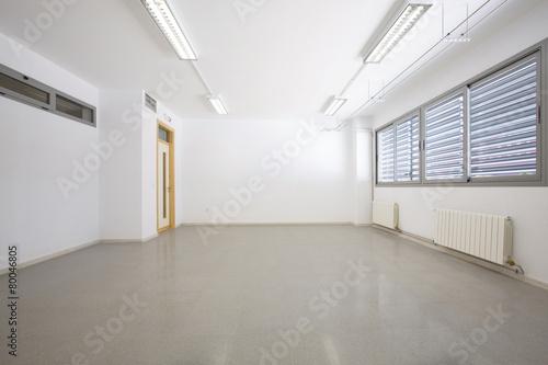 Empty classroom - 80046805