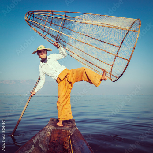 Traditional Burmese fisherman at Inle lake Myanmar - 80054804