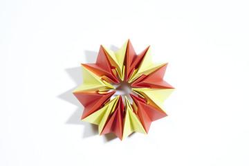 Origami aus Papier gefaltet