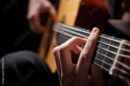 Leinwanddruck Bild Man playing acoustic guitar
