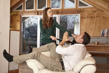 Paar mit Beziehungsproblemen streitet sich