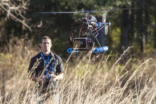 man flying uav helicopter - 80084242