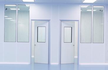 Porte di separazione in edificio industriale