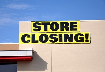 Store closing banner sign
