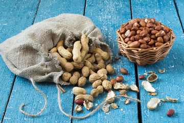 Pods and grains peanuts