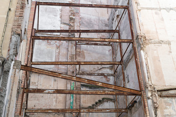 building to rehabilitate