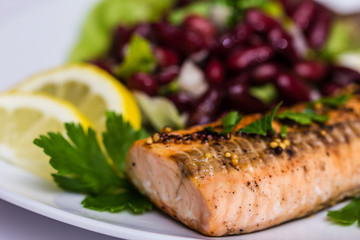 Salmon fillet grilled with bean salad, lemon and parsley