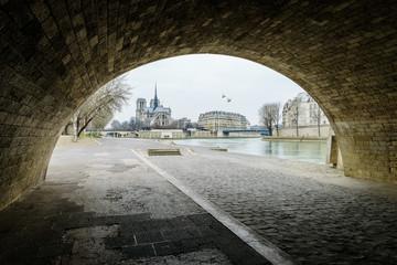 Notre-dame , Paris . .