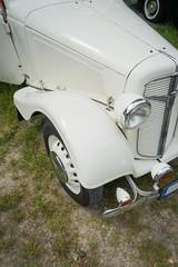 Automobile, weißer Oldtimer aus den 30er Jahren, Bildausschnitt © Countrypixel