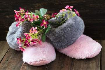 Spring mood: fur boots and flowers