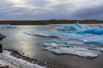Islanda: iceberg nella laguna ghiacciata