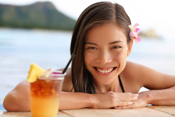 Hawaii woman with hawaiian Mai Tai drink on beach