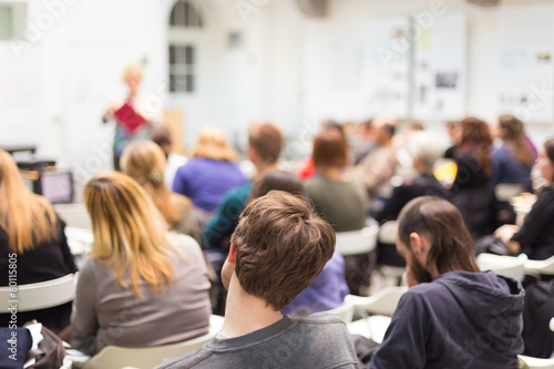 Woman lecturing at university. - 80115805